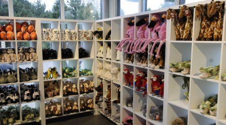 stuffed animals souvenir shop Rotterdam Zoo