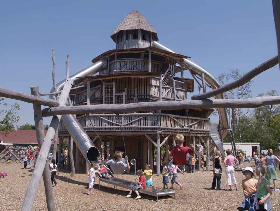 gebouwen Oewanja Kinderjunglepubliek speeltuin diergaarde blijdorp rotterdam