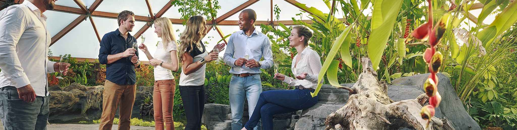 Samen op stap in Rotterdam. Met collega's, relaties, familie of met een groep een inspirerende dag beleven? Diergaarde Blijdorp is een bijzondere locatie voor uw bedrijfsuitje, personeelsuitje, familiedag of -feest, teambuilding, …