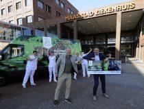 overhandiging tickets Diergaarde Blijdorp aan Maasstad ziekenhuis